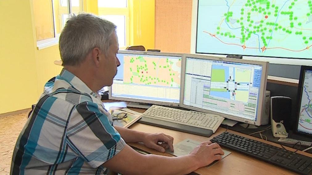 Denně pracuje v centrále asi šest dispečerů