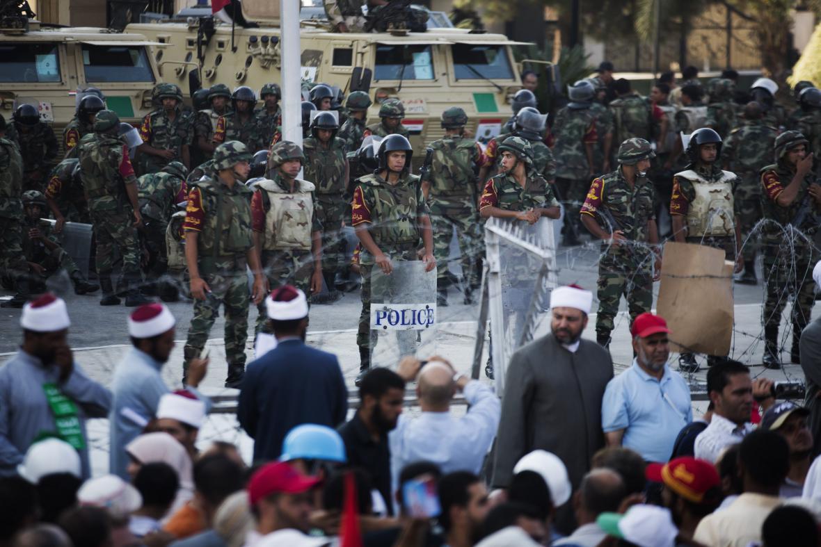 Bezpečnostní síly dohlíží na egyptské demonstrace