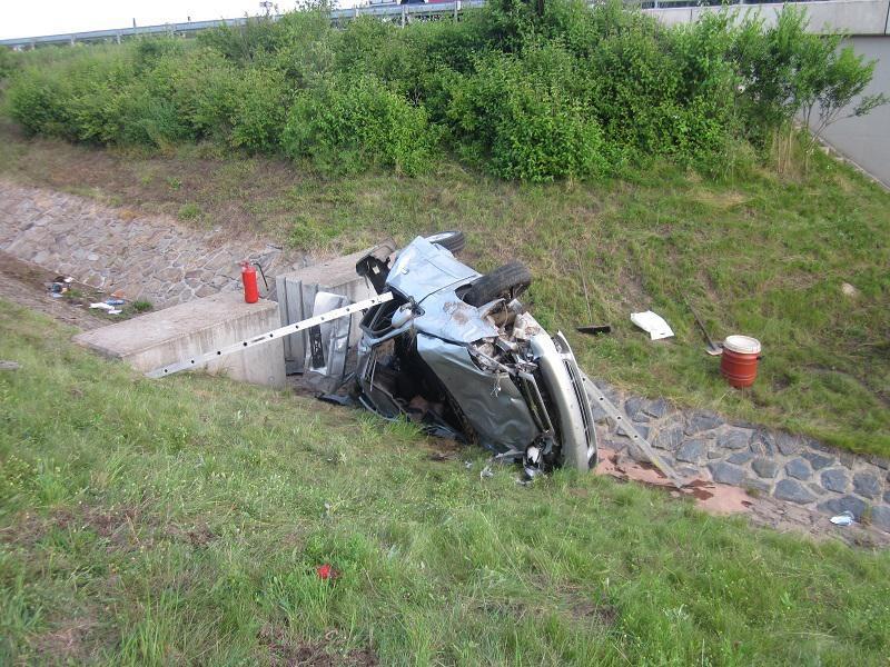 Řidič havarovaného vozu byl převezen do nemocnice