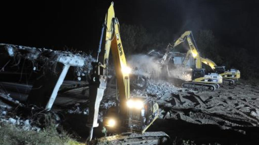 Bourání mostu na 162. kilometru u Velké Bíteše