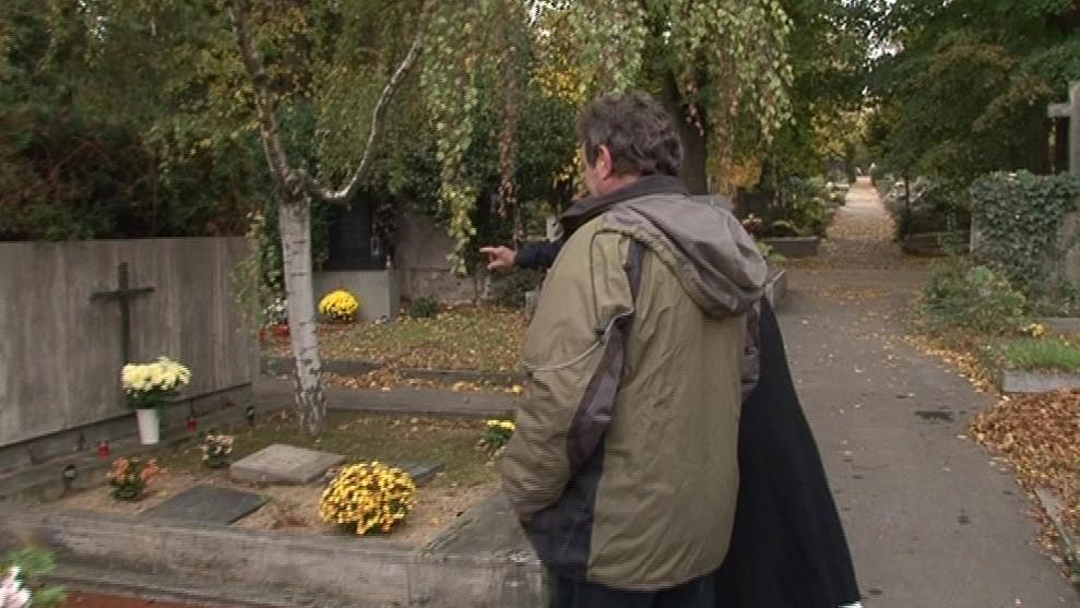 Lidé hlásí zaměstnancům hřbitova krádeže denně