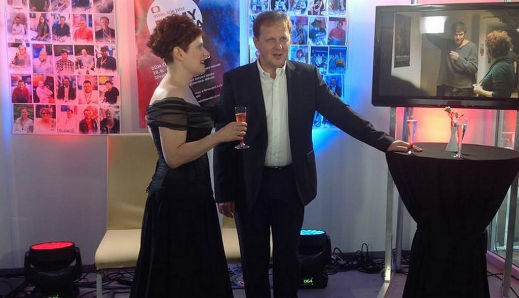 Petr Dvořák si s Alicí Nellis připil na úspěch Revivalu