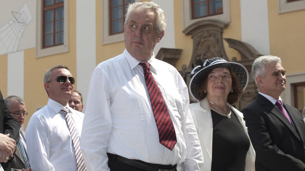 Na mši zavítal Miloš Zeman i Livia Klausová