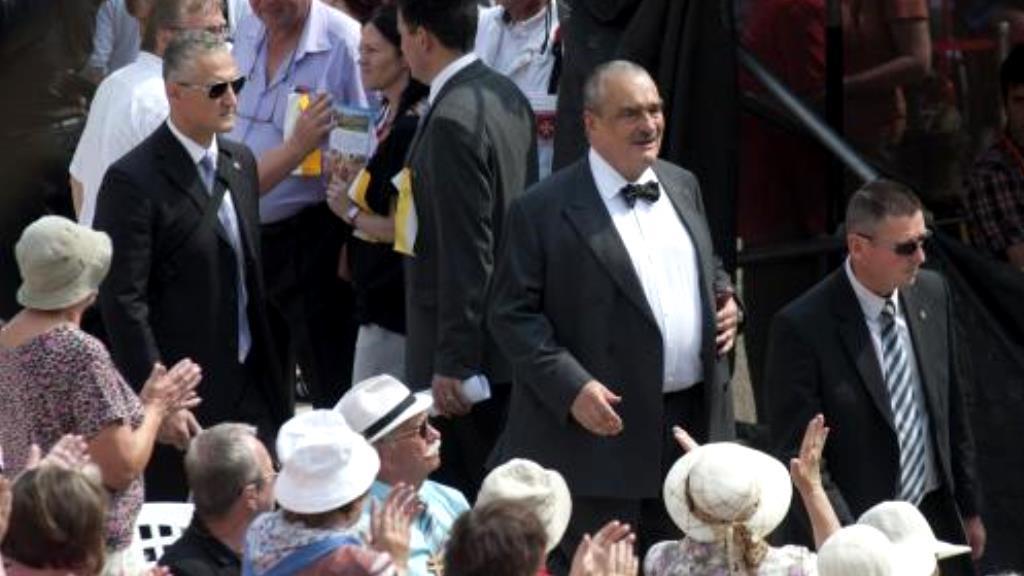 Karel Schwarzenberg přichází na tradiční poutní mši