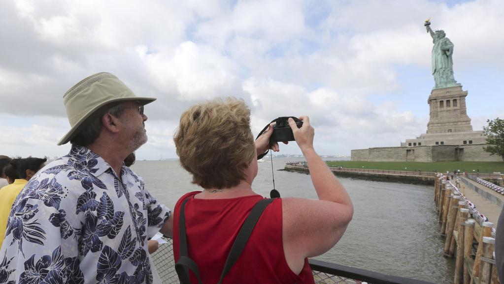 Na Sochu svobody mohou znovu turisté