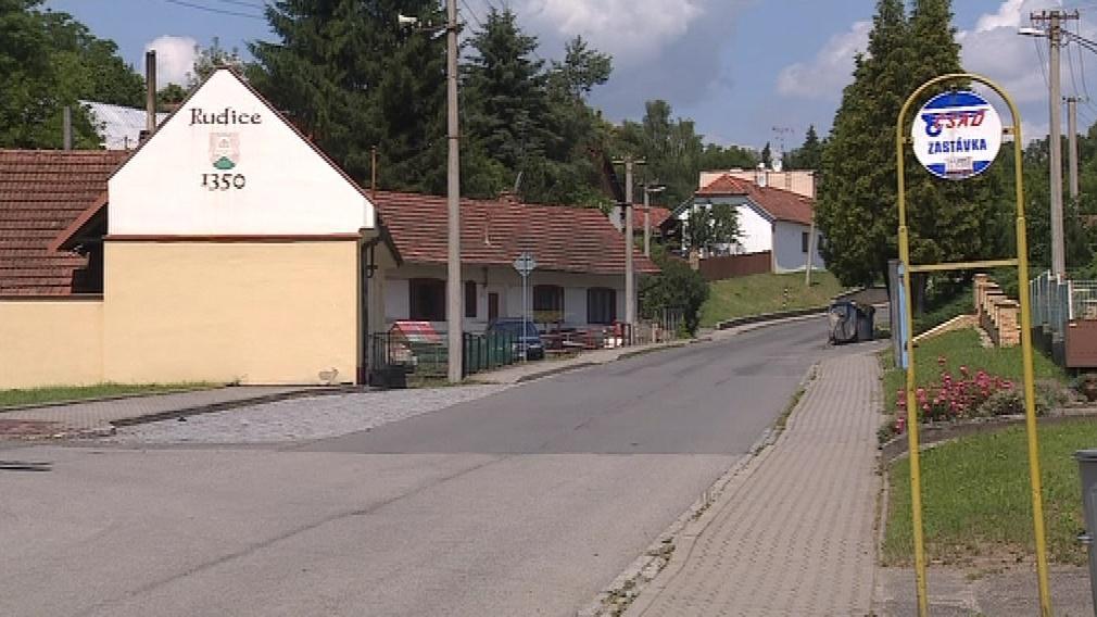 První zmínka o obci pochází z roku 1350