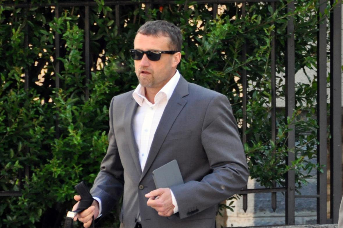 Marek Čmejla přichází k soudu v Bellinzoně