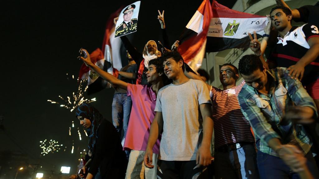 Davy oslavují pád prezidenta Mursího