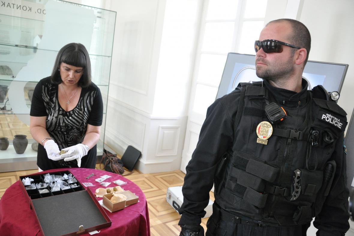 Převoz velkomoravských šperků provázela přísná bezpečnostní opatření