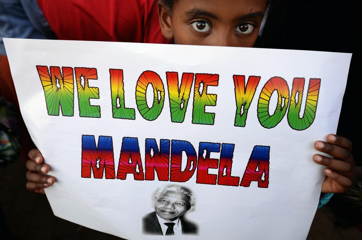 Jihoafričané se modlí za Mandelu
