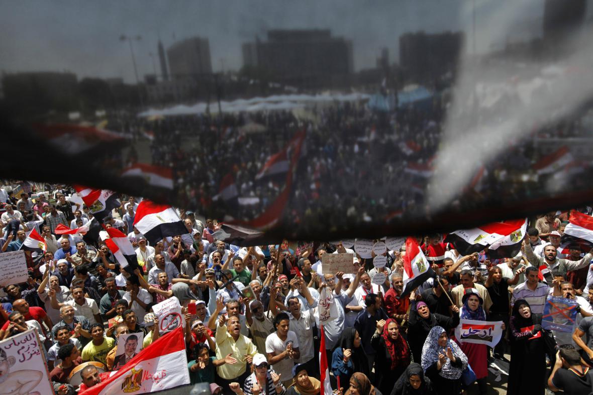 Odpůrci prezidenta Mursího v centru Káhiry