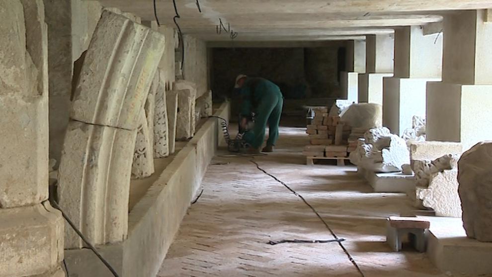 Dělníci pracují na brzkém zpřístupnění podzemních prostor