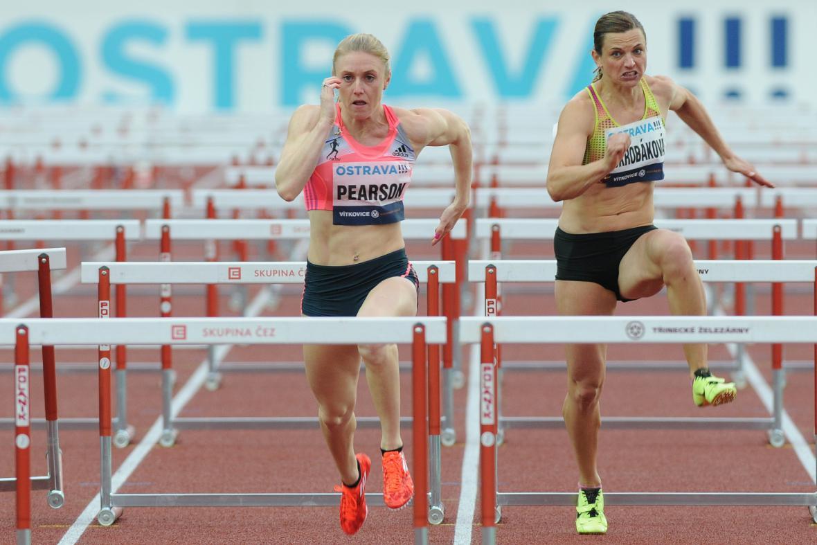 Olympijská šampionka Sally Pearsonová utekla na 100 m překážek všem