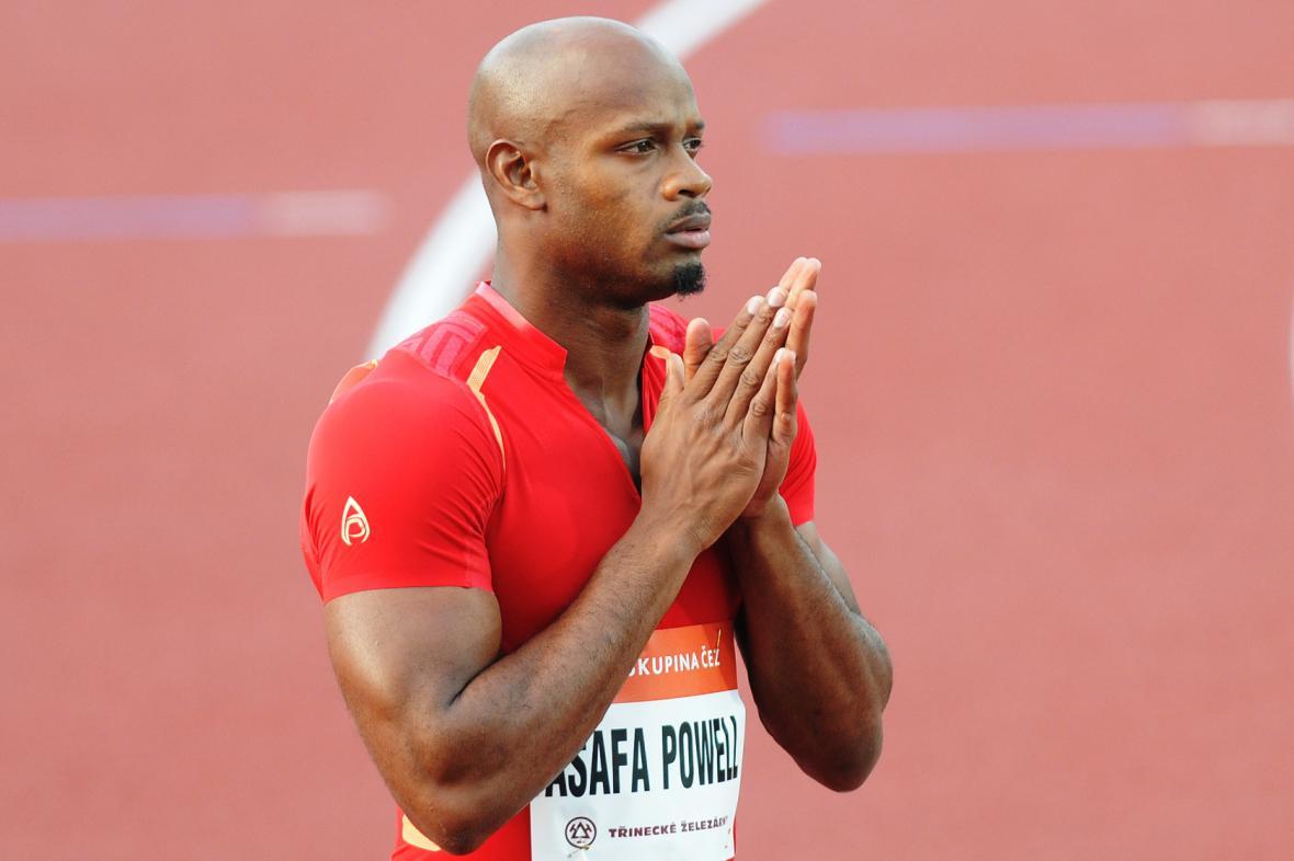 A už je tu Asafa Powell, bombarďák z Jamajky