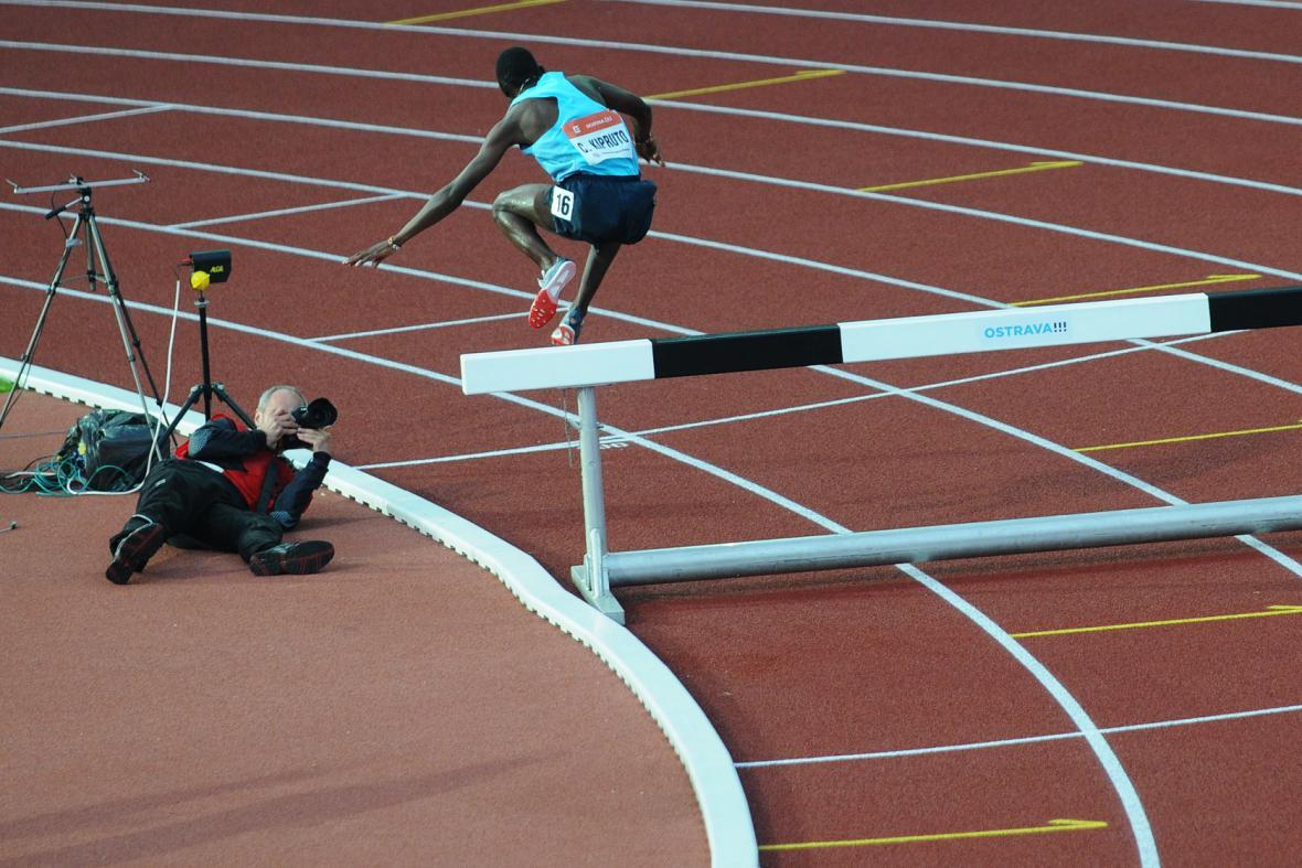 Conselus Kipruto si ze závodu na 3 000 m překážek udělal vlastní show