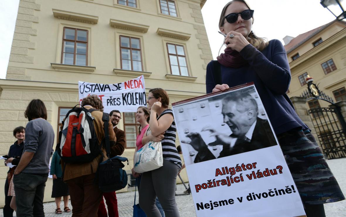 Protesty studentů proti úřednickému kabinetu