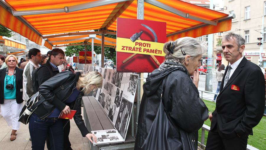Happening pořádal Člověk v tísni v rámci kampaně Proti ztrátě paměti ke dni výročí popravy Milady Horákové