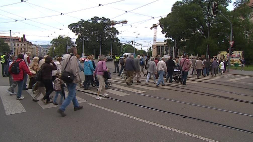 Celkem se na protestech sešla více než stovka lidí