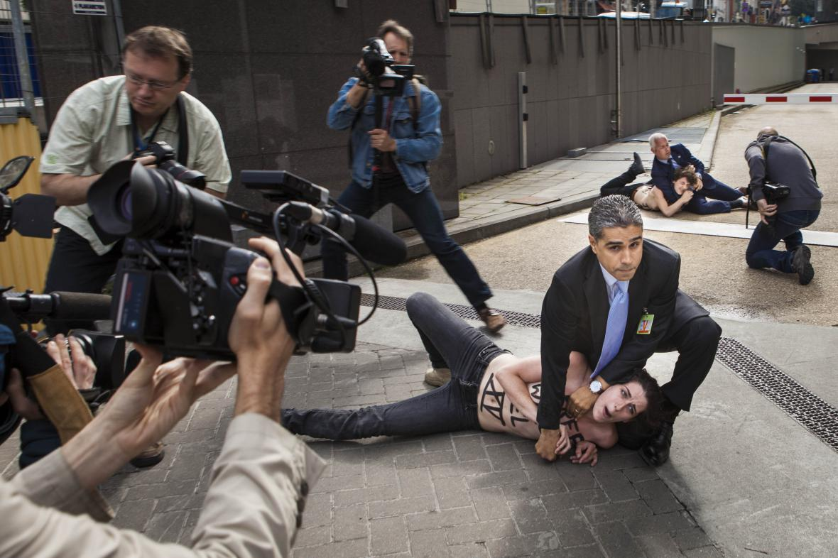 Protest během návštěvy tuniského premiéra v Bruselu, 25. 6.