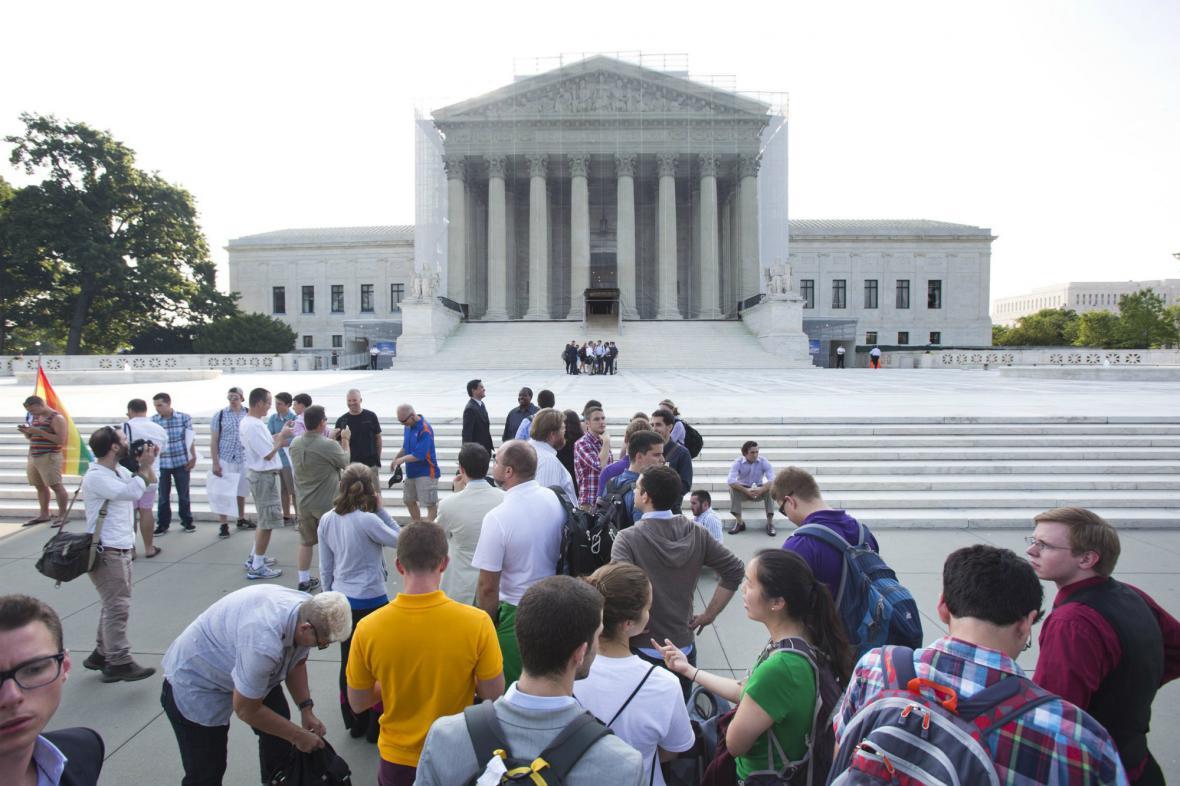 Veřejnost čeká na rozhodnutí Nejvyššího soudu USA o právech gayů