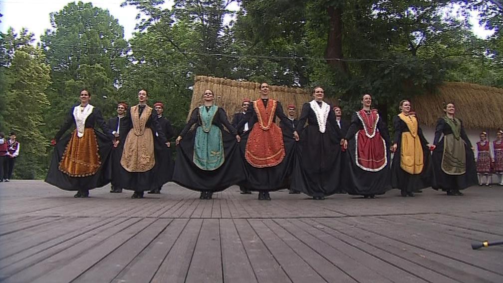 Festival zahajují zahraniční soubory. Tento je z Chorvatska