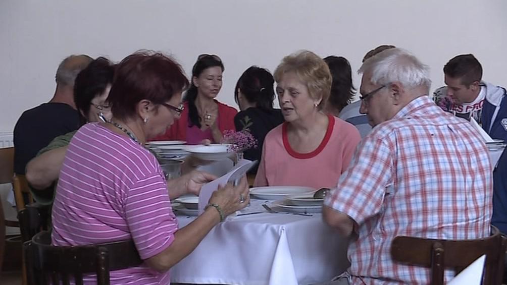 Bedřichovičtí se sešli u společného oběda v kulturním domě