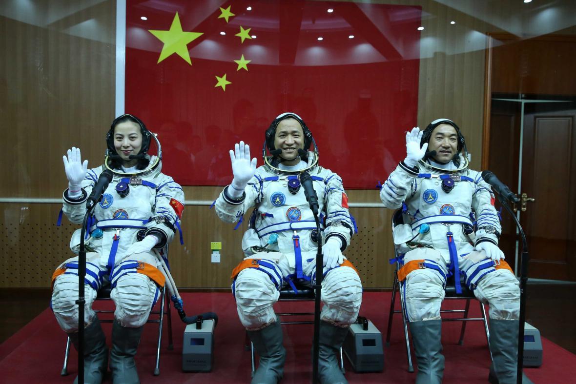 Posádka vesmírné lodi Šen-čou 10