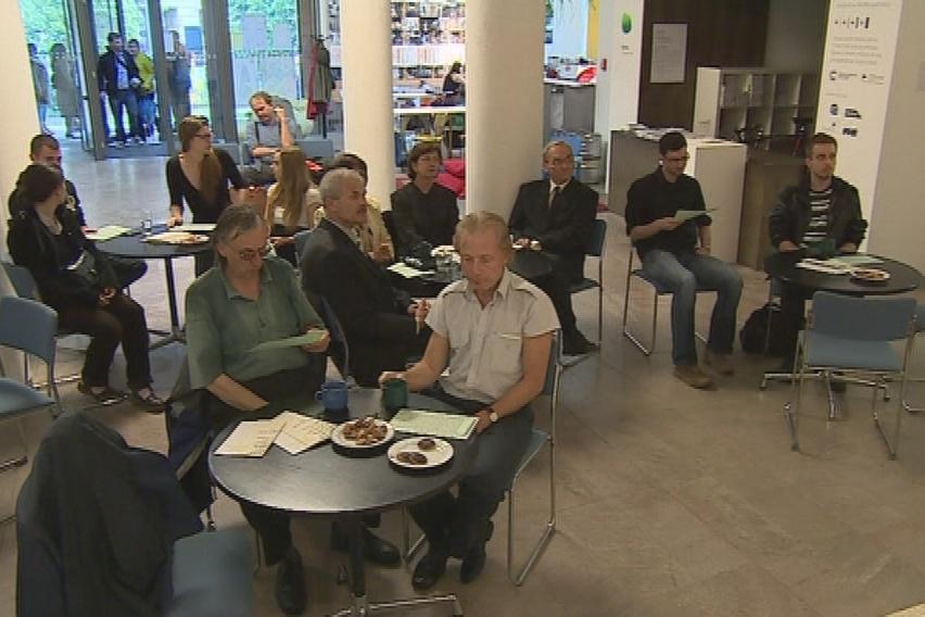 Návštěvníci Café Esplanade, která na jeden den znovu ožila