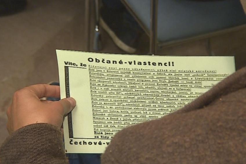 Návštěvníci dostali i protižidovské letáky z dob 2. světové války