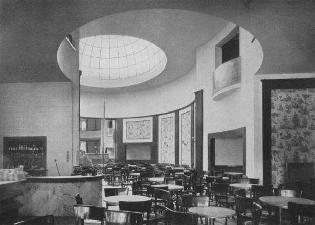 Pro Café Esplanade byla typická prosklená kupole