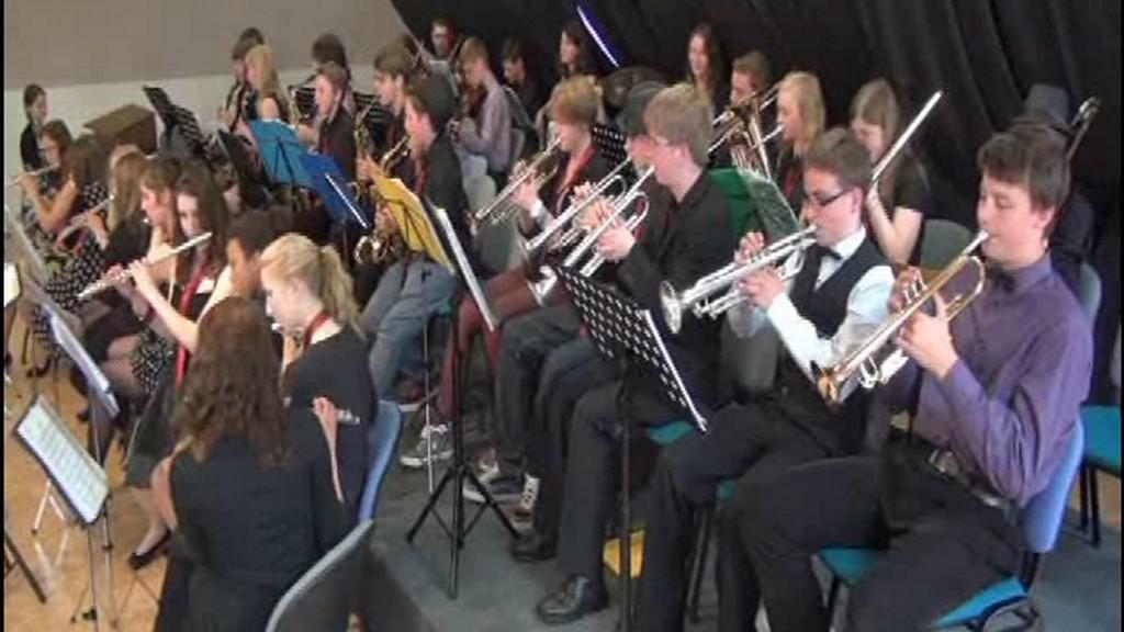 Mladí hudebníci při koncertě