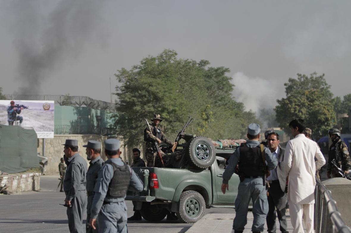 Afghánská policie u prezidentského paláce