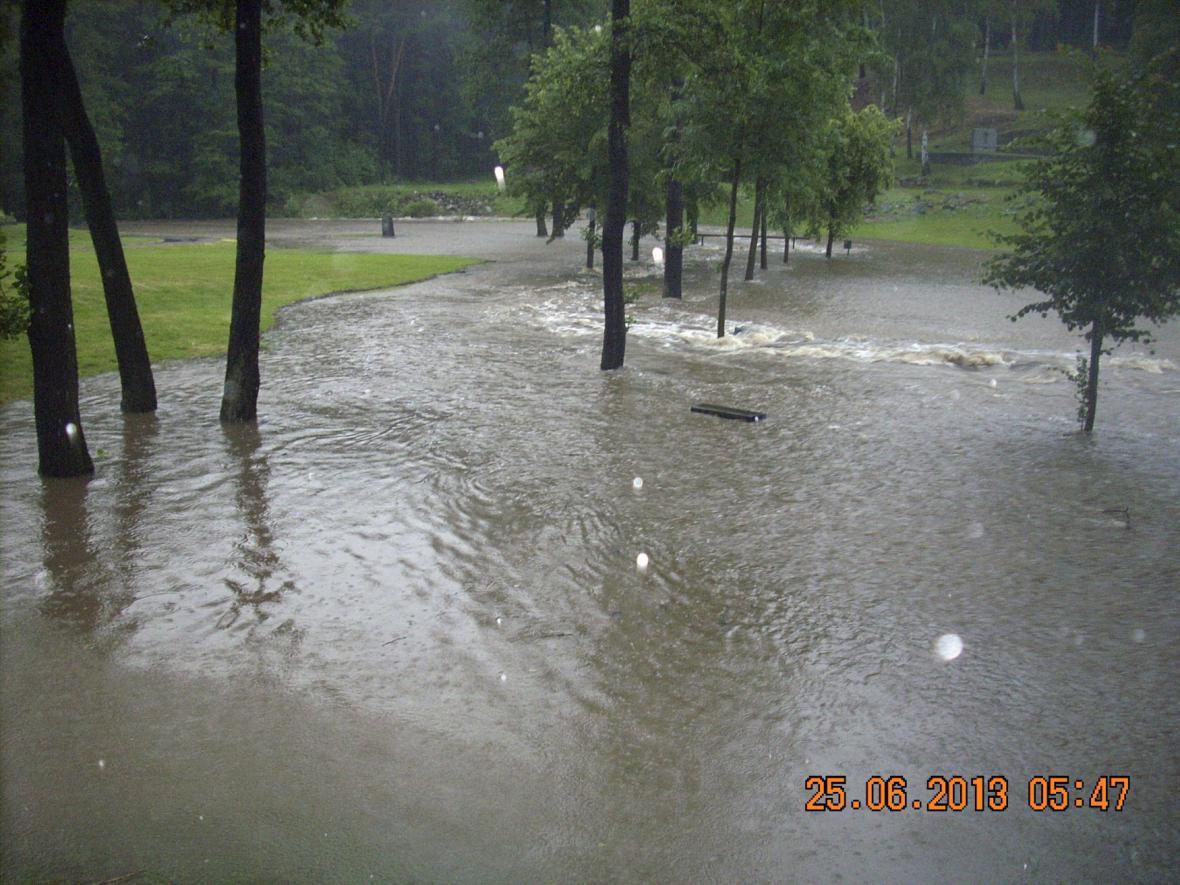 Zaplavený památník Ležáky