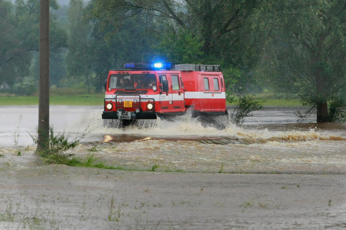 Obojživelné vozidlo Hägglunds BV 206 v obci Višňová