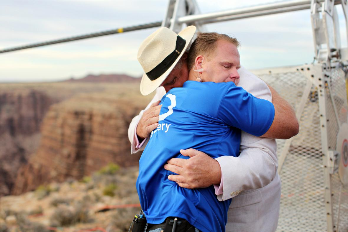 Wallenda oslavuje zdolání Grand Canyonu