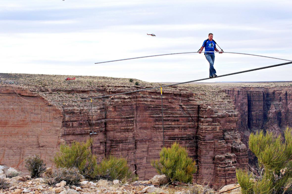 Nick Wallenda nad Velkým kaňonem