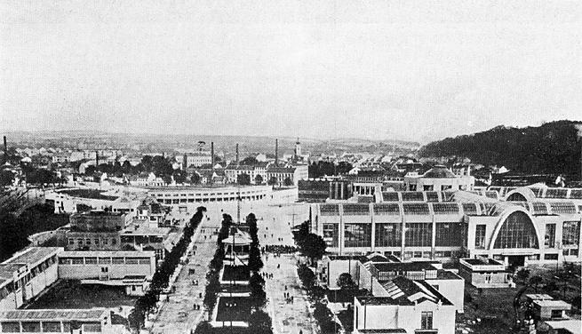 Dobový pohled z věže Obchodně živnostenského pavilonu