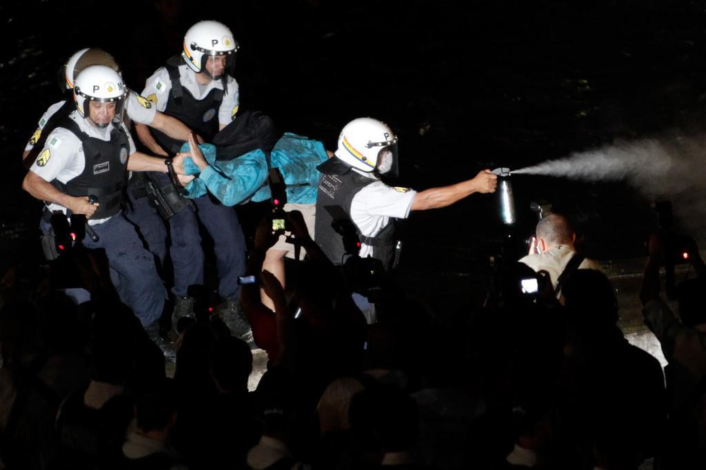 Vojenská policie použila proti demonstrantům pepřový sprej