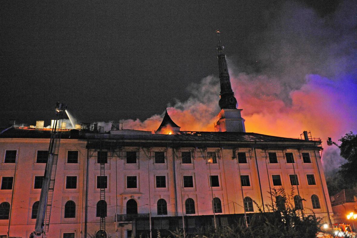 Požár prezidentského paláce v Rize