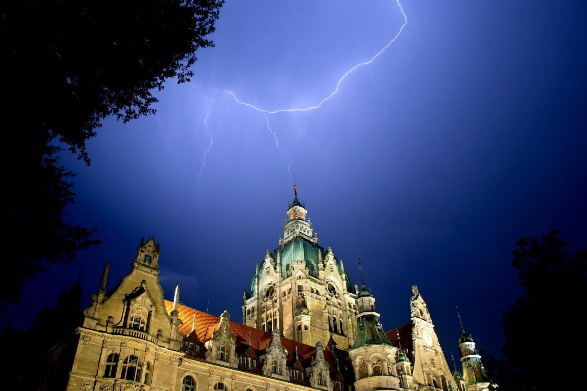 Blesky nad hannoverskou radnicí