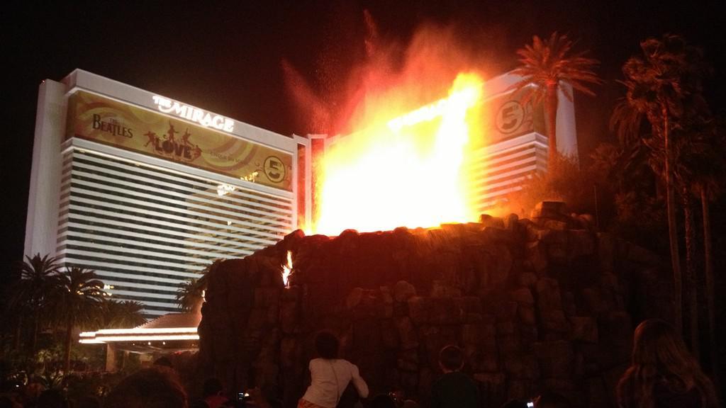 Vulkán před hotelem Mirage