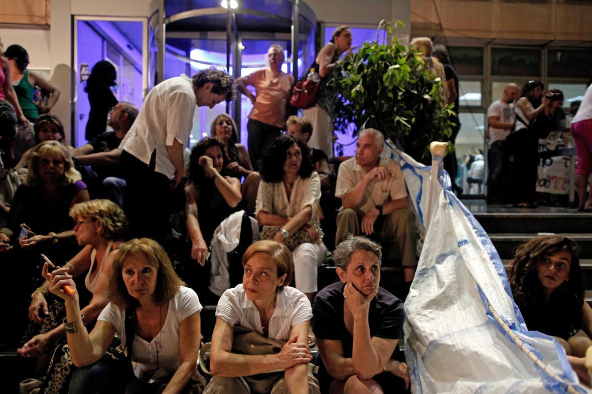 Demonstranti před sídlem řecké ERT