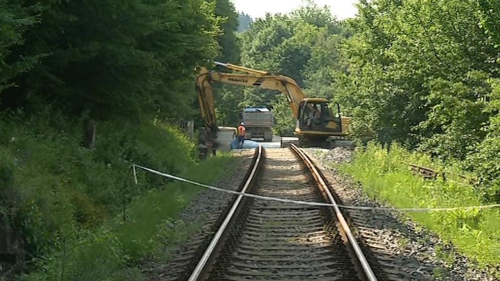 Po opravené trati snad brzy začnou opět jezdit vlaky