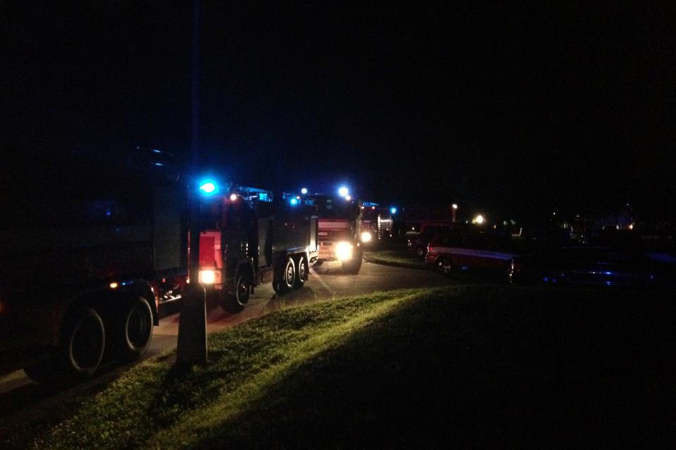 Na místo se sjíždějí jednotky hasičů