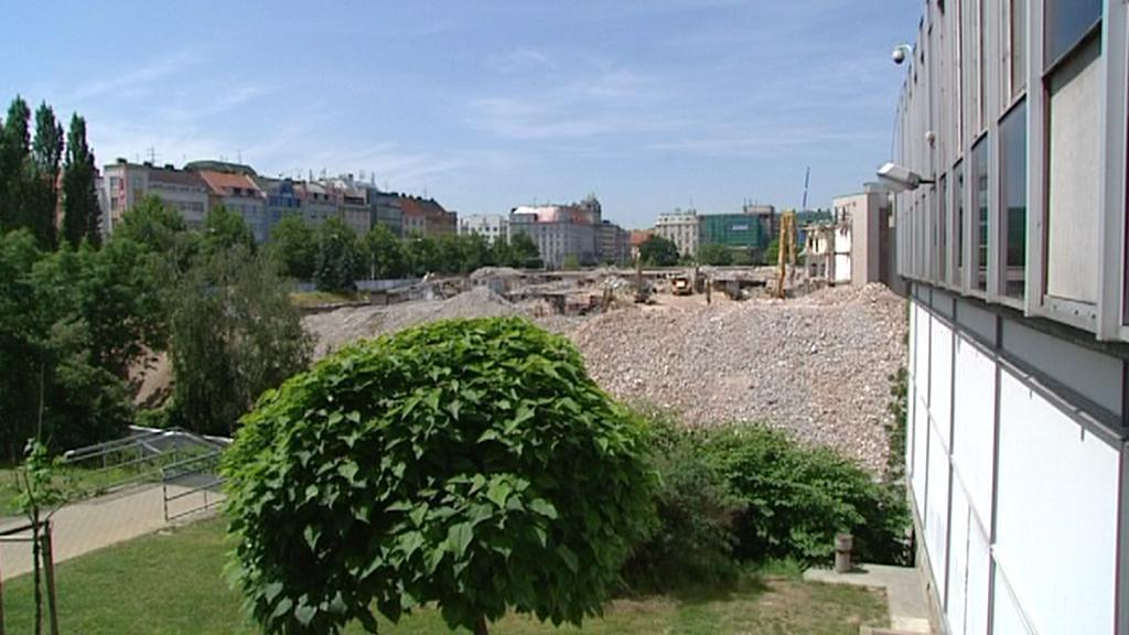 Pozemek pro obchodní centrum