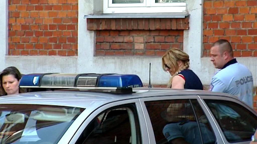 Jana Nagyová v doprovodu policie