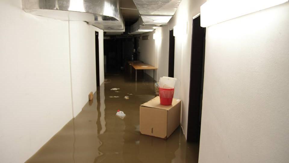 Okresní soud v Ústí nad Labem zaplavuje voda z kanálů