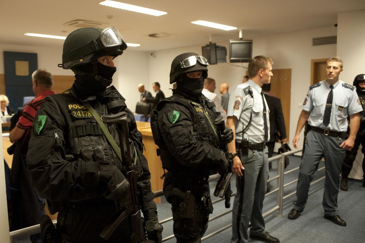 Soud s Miroslavem Maslákem provází mimořádná bezpečnostní opatření