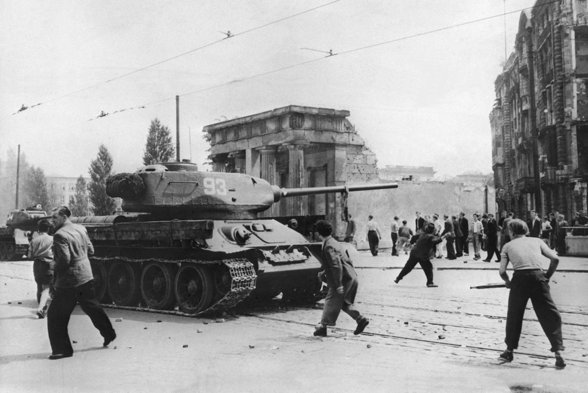 Tank SSSR během povstání v Berlíně
