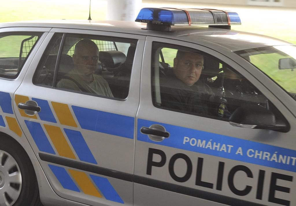 Roman Boček v policejním autě